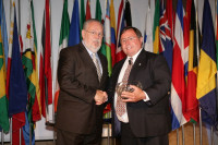 2010_3_1_David Chatfield receives 2009 DSA